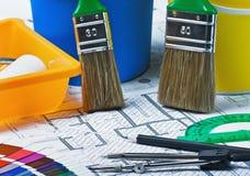 Τα δείγματα των υλικών χρωματίζουν την ταπετσαρία και καλύπτουν το architectur Στοκ Εικόνα
