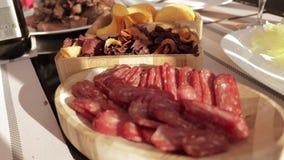 Τα διάφορα πρόχειρα φαγητά το ξύλινο πιάτο
