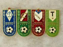 """Τα διακριτικά με την επιγραφή """"όλες οι λέσχες της Μόσχας είναι πρωτοπόροι της ΕΣΣΔ και το έτος νίκης """"- δυναμό, Spartak, CSKA, το στοκ εικόνες"""
