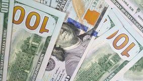 Τα δολάρια κινούν αργά την κινηματογράφηση σε πρώτο πλάνο Τα χρήματα μιας αμερικανικής τράπεζας Μετρητά κύκλου εργασιών φιλμ μικρού μήκους