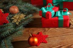 Τα δώρα για τα Χριστούγεννα είναι πάντα μια ευχάριστη έκπληξη στοκ φωτογραφία με δικαίωμα ελεύθερης χρήσης