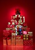 τα δώρα Χριστουγέννων παρ&omicr Στοκ Εικόνες