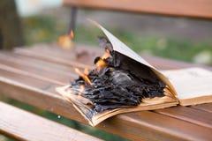 Τα εγκαύματα βιβλίων στοκ φωτογραφίες με δικαίωμα ελεύθερης χρήσης