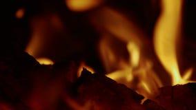 Τα εγκαύματα πυρκαγιάς στο σκοτάδι φιλμ μικρού μήκους