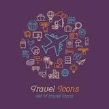 Τα εικονίδια γραμμών ταξιδιού και τουρισμού καθορισμένα το επίπεδο σχέδιο, πρότυπο σχεδίου λογότυπων διανυσματική απεικόνιση