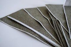 Τα εκκαθαριστικά σημειώματα μισθοδοσίας άνθρακα στο άσπρο υπόβαθρο στοκ φωτογραφίες