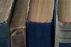 Τα εκλεκτής ποιότητας, antiquarian, κουρελιασμένα βιβλία κλείνουν επάνω Στοκ Εικόνα