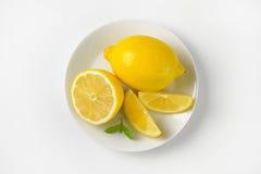 τα λεμόνια τεμάχισαν το σύνολο Στοκ εικόνα με δικαίωμα ελεύθερης χρήσης