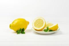 τα λεμόνια τεμάχισαν το σύνολο Στοκ Εικόνες