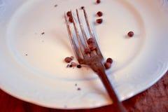 τα εξαρτήματα κλείνουν το πιάτο κουζινών δικράνων επάνω στοκ φωτογραφία με δικαίωμα ελεύθερης χρήσης