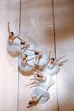 Τα επτά ballerinas στο πάτωμα στοκ εικόνα