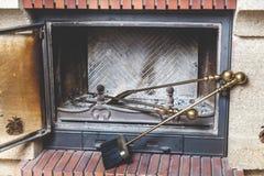 Τα εργαλεία για είναι στην καπνοδόχο φούρνων Στοκ φωτογραφία με δικαίωμα ελεύθερης χρήσης