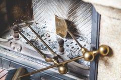 Τα εργαλεία για είναι στην καπνοδόχο φούρνων Στοκ Φωτογραφίες