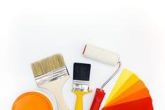 Τα εργαλεία χρωμάτων με τα δείγματα χρώματος και μπορούν Στοκ φωτογραφία με δικαίωμα ελεύθερης χρήσης