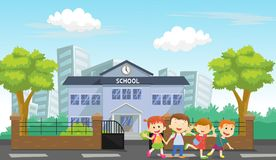 Τα ευτυχή παιδιά προέρχονται κατ' οίκον από το σχολείο Στοκ φωτογραφίες με δικαίωμα ελεύθερης χρήσης