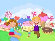 Τα ευτυχή παιδιά στο γλυκό φαντασίας προσγειώνονται Στοκ φωτογραφία με δικαίωμα ελεύθερης χρήσης