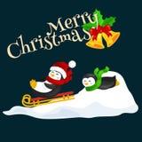 Τα ευτυχή χαριτωμένα Χριστούγεννα δύο penguin στο sledding πάγο χιονιού καπέλων και μαντίλι γλιστρούν την παραμονή του νέου έτους απεικόνιση αποθεμάτων