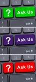 Τα ζωηρόχρωμα κουμπιά πληκτρολογίων με μας ρωτούν το κείμενο στοκ φωτογραφία με δικαίωμα ελεύθερης χρήσης