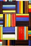 Τα ζωηρόχρωμα τούβλα διακοσμούν στον τοίχο Στοκ Εικόνες
