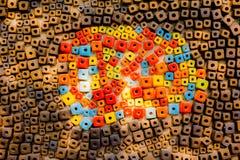 Τα ζωηρόχρωμα τούβλα διακοσμούν στον τοίχο Στοκ φωτογραφία με δικαίωμα ελεύθερης χρήσης
