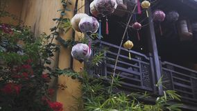 Τα ζωηρόχρωμα φανάρια διαδίδουν το φως στην παλαιά οδό Hoi μια αρχαία πόλη - περιοχή παγκόσμιων κληρονομιών της ΟΥΝΕΣΚΟ Βιετνάμ φιλμ μικρού μήκους