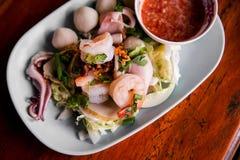 Τα θαλασσινά βυθίζουν άνετα τα πικάντικα τρόφιμα στοκ φωτογραφίες