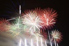 Τα θερινά πυροτεχνήματα παρουσιάζουν στοκ φωτογραφία με δικαίωμα ελεύθερης χρήσης