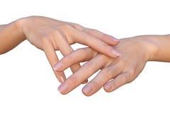 Τα θηλυκά χέρια με τα διασχισμένα δάχτυλα αγγίζουν Στοκ Φωτογραφίες