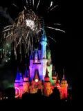 Τα διάσημα νυχτερινά θεαματικά πυροτεχνήματα επιθυμιών Στοκ Εικόνες