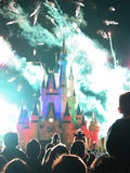 Τα διάσημα νυχτερινά θεαματικά πυροτεχνήματα επιθυμιών Στοκ Εικόνα