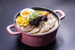 Τα ιαπωνικά τα νουντλς στη σούπα Στοκ φωτογραφία με δικαίωμα ελεύθερης χρήσης