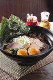 Τα ιαπωνικά τα νουντλς στη σούπα Στοκ εικόνα με δικαίωμα ελεύθερης χρήσης