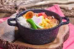 Τα ιαπωνικά τα νουντλς στη σούπα Στοκ Φωτογραφίες