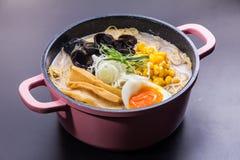 Τα ιαπωνικά τα νουντλς στη σούπα Στοκ φωτογραφίες με δικαίωμα ελεύθερης χρήσης