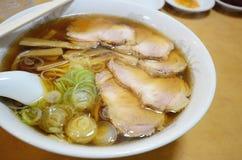 Τα ιαπωνικά νουντλς, ιαπωνικά τρόφιμα, χοιρινό κρέας, σάλτσα σόγιας Στοκ φωτογραφία με δικαίωμα ελεύθερης χρήσης