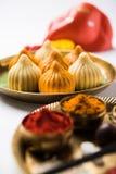 Τα ινδικά γλυκά τρόφιμα κάλεσαν modak προετοιμασμένος συγκεκριμένα στο φεστιβάλ ή ganesh το chaturthi ganesh Στοκ Φωτογραφία