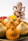 Τα ινδικά γλυκά τρόφιμα κάλεσαν modak προετοιμασμένος συγκεκριμένα στο φεστιβάλ ή ganesh το chaturthi ganesh Στοκ Εικόνες