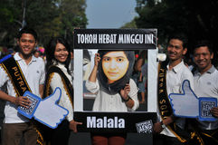 Τα ινδονησιακά ενεργά στελέχη γιορτάζουν το βραβείο βραβείων ειρήνης Malala Yousafzai Νόμπελ στοκ εικόνες