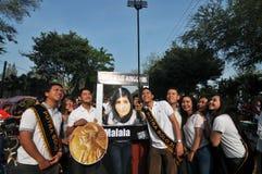 Τα ινδονησιακά ενεργά στελέχη γιορτάζουν το βραβείο βραβείων ειρήνης Malala Yousafzai Νόμπελ στοκ φωτογραφία