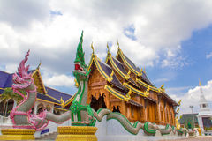 Τα διπλά nagas που φρουρούν τη βουδιστική εκκλησία, κρησφύγετο Sally απαγόρευσης βλέπουν mon Στοκ φωτογραφία με δικαίωμα ελεύθερης χρήσης