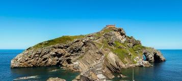 Τα ιδιαίτερα περίχωρα και το ερημητήριο Sant Juan de Gaztelugatxe Στοκ φωτογραφίες με δικαίωμα ελεύθερης χρήσης