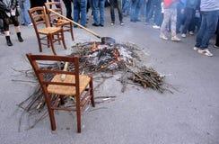 τα κάστανα Βαρβάρας βάζουν φωτιά στο ανοικτό ψήσιμο καλά Στοκ εικόνες με δικαίωμα ελεύθερης χρήσης