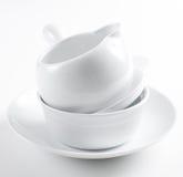 τα καθαρά πιάτα συσσωρεύουν το λευκό Στοκ Εικόνες
