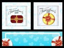 Τα καθορισμένα υπόβαθρα και τα εμβλήματα για την ημέρα βαλεντίνων διακόσμησαν τις καρδιές και τα κιβώτια με τα τόξα διάνυσμα απεικόνιση αποθεμάτων