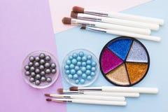 Τα καλλυντικά προϊόντα στην κρητιδογραφία χρωματίζουν το υπόβαθρο Στοκ εικόνες με δικαίωμα ελεύθερης χρήσης