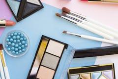 Τα καλλυντικά προϊόντα στην κρητιδογραφία χρωματίζουν το υπόβαθρο Στοκ φωτογραφία με δικαίωμα ελεύθερης χρήσης