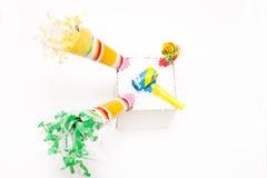 τα καπέλα κομφετί μπαλονιών αντιτίθενται συμβαλλόμενο μέρος Στοκ φωτογραφίες με δικαίωμα ελεύθερης χρήσης