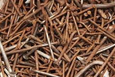τα καρφιά σιδήρου συσσωρεύουν τη σκουριά Στοκ Εικόνες
