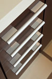 τα καφετιά συρτάρια χειρί&zet Στοκ εικόνες με δικαίωμα ελεύθερης χρήσης