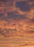 Τα καλοκαίρια είναι θερμό και όμορφο ηλιοβασίλεμα Στοκ Εικόνες